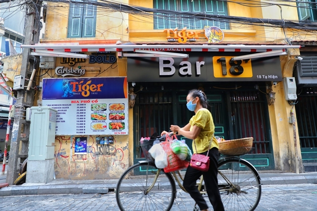 Hà Nội orders shutdown of bars karaoke venues and roadside stalls starting August 1