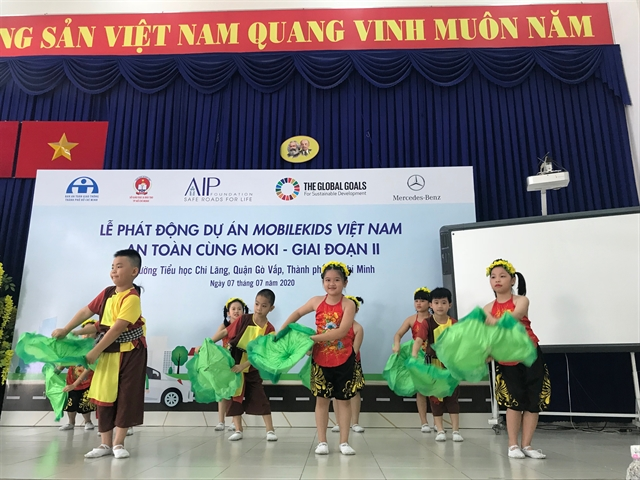 MobileKids crash-prevention training kicks off in HCM City