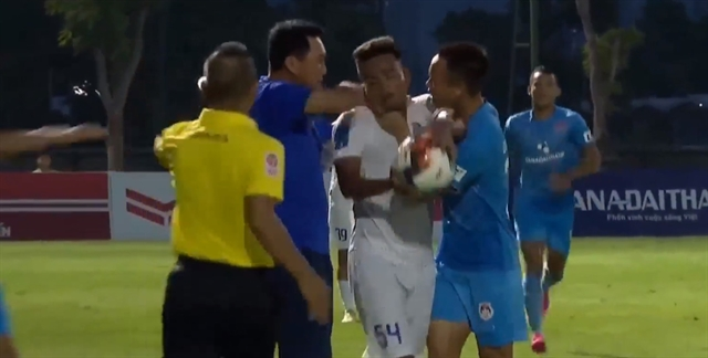An Giang coach wants Phố Hiến players and coach disciplined over fracas