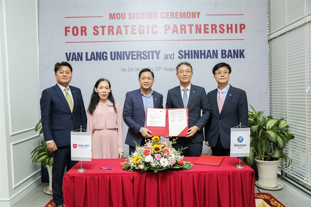 Shinhan Bank Van Lang University become partners