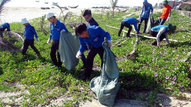 Young people act for cleaner environment