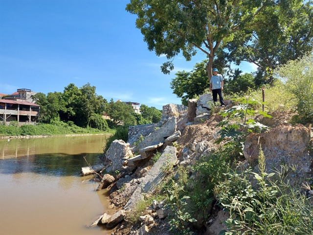 Landslides occur along rivers in Hà Nội