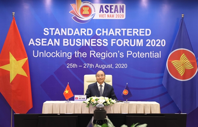 PM Phúc welcomes international investors at business forum