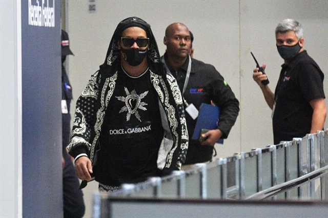 Ronaldinho arrives back in Brazil after Paraguay detention