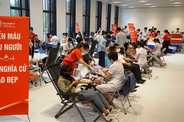 Thousands of people donate blood in Hà Nội