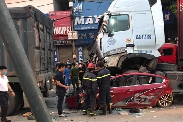 Three people killed in lorry smash
