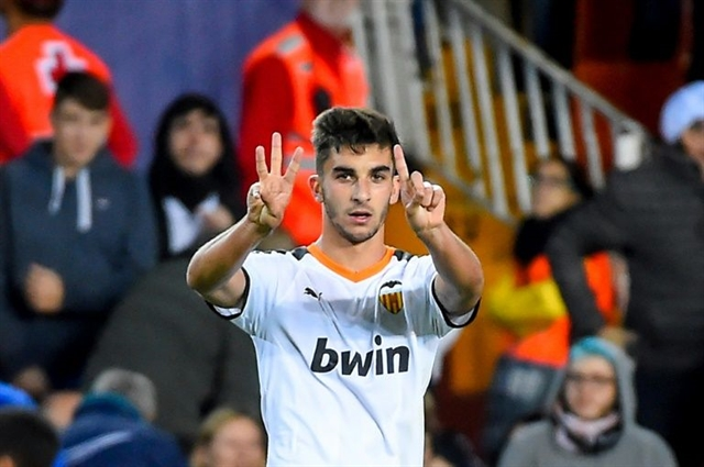 Manchester City sign winger Ferran Torres from Valencia
