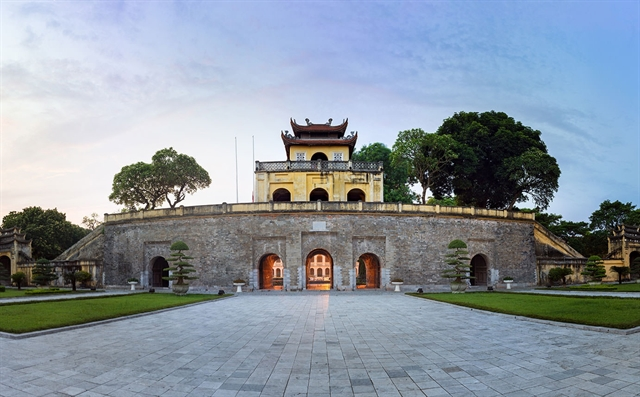 City walk to discover Imperial Citadel of Thăng Long