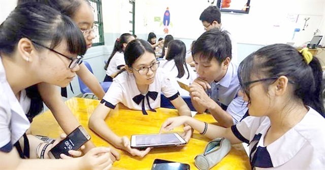 Careful supervision needed to manage smartphone use in class