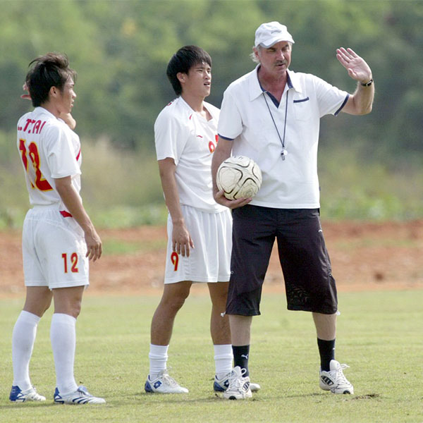 Former national team coach Alfred Riedl dies at age of 70