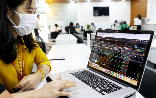 Shares soars analysts predict historic level of 1204 points for VN-Index soon