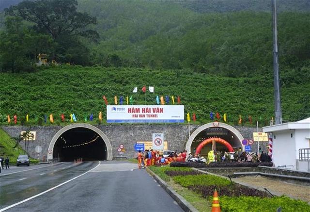 Hải Vân Tunnel 2 opens to traffic