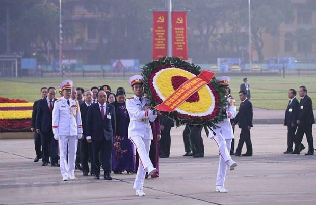 Congress delegates pay tribute to President Hồ Chí Minh