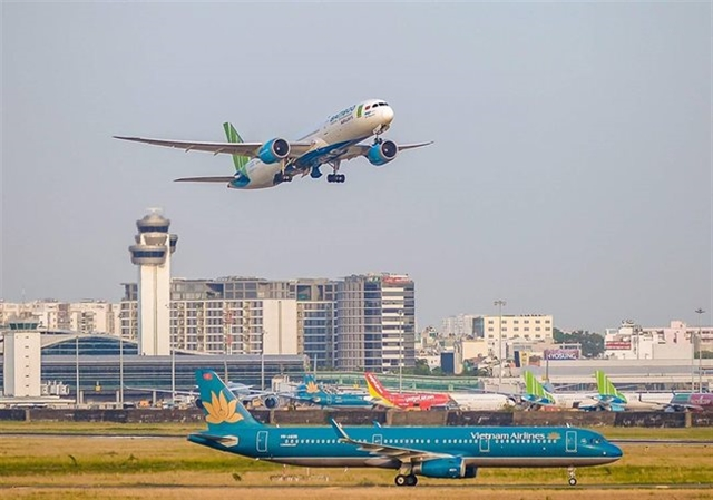 Aviation authorityasks airlines to stop overselling flights for Tết holiday