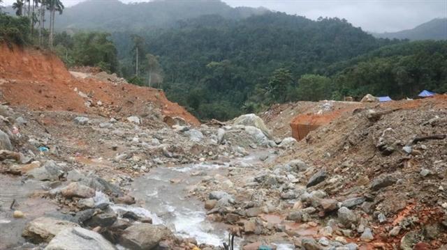 People find ways to help after landslide
