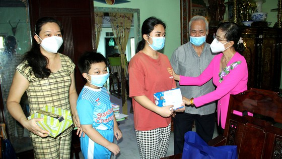 HCM City focuses on caring for orphanselderly due to COVID-19: Official