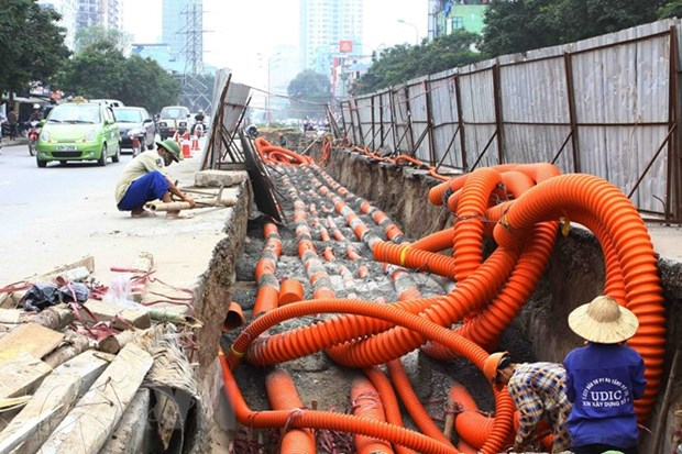 Hà Nội plans to bury telecommunications and electricity cables on 300 streets
