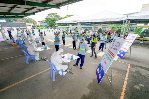 Workers receive free COVID-19 rapid tests