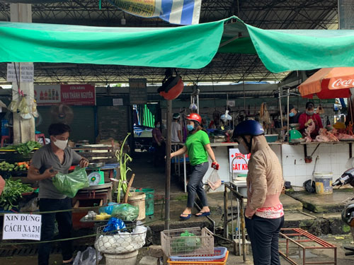 Traditional markets in HCM City reopen