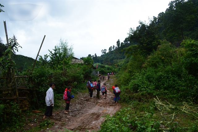 Kindergarten students walk for six kilometres to go to school