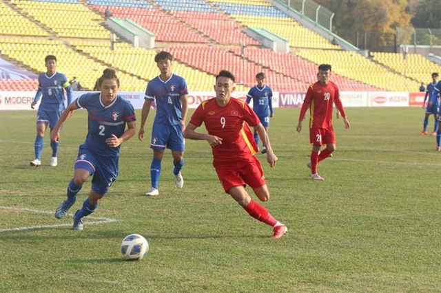 Defenders late goal helps Việt Nam seal first win of the AFC U-23 Asian Cup qualification