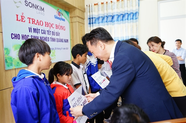 SonKim Land gives away scholarships to disadvantaged kids in Quảng Nam Province