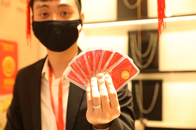 Pandemic doesnt stop fortune seekers on God of Wealth day