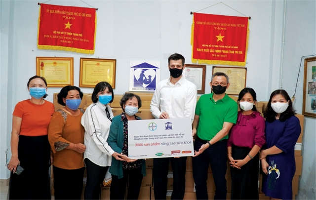 Bayer donates 3000 healthcare items to disaster-hit central Việt Nam