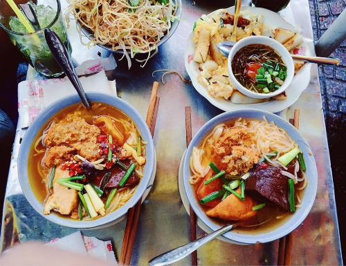 Crab noodle soup at eatery draws hundreds of diners a day