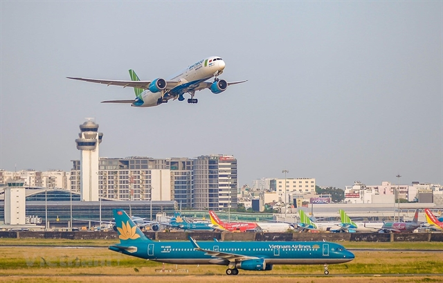 Việt Nam should focus on key airport projects: experts
