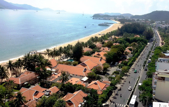 Province takes back 10000 sq m for public beach in Nha Trang