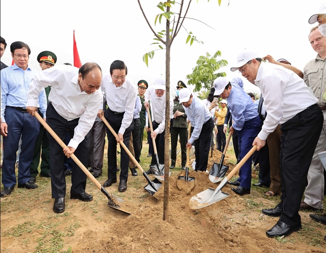 Prime Minister asks Nghệ An province to lure big strategic projects