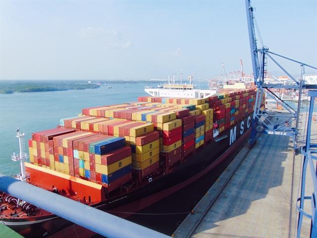 Bà Rịa Vũng Tàuport receives giant container vessel