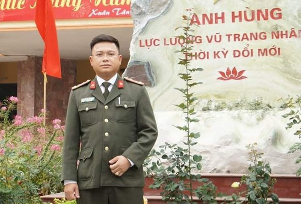 Police captain honoured among outstanding VIetnamese