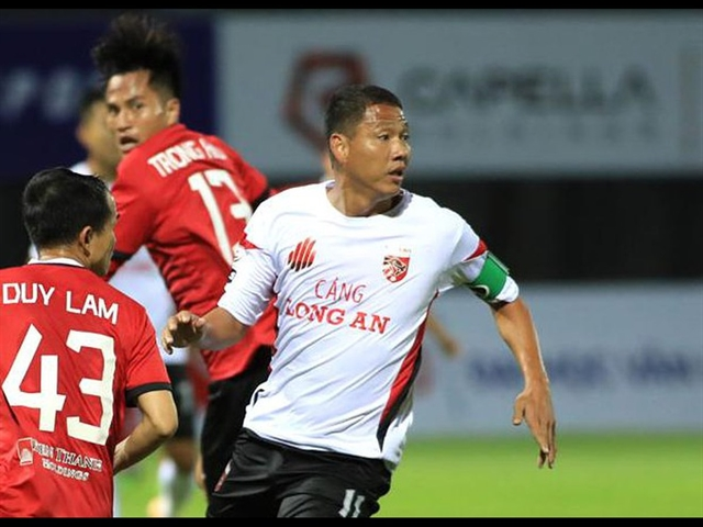 Striker Anh Đứcs time not up quite yet