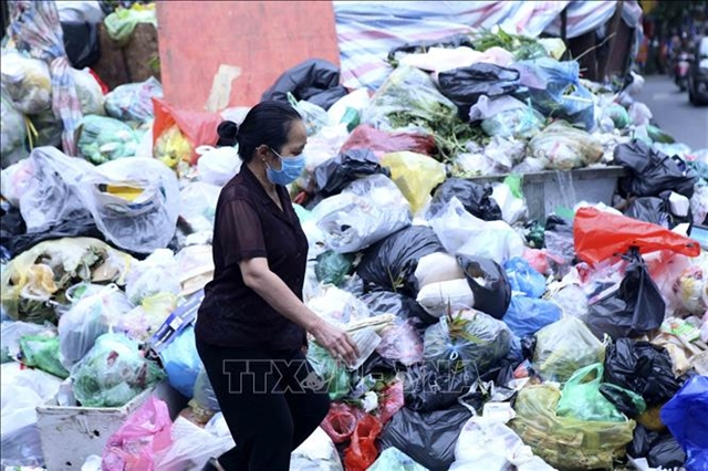 Plastic bags and products still plague Ha Noi