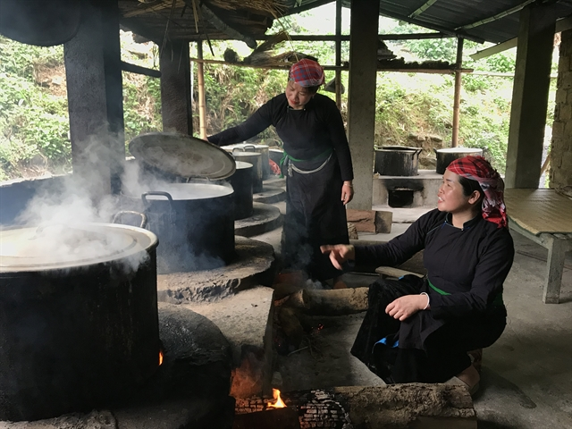 Black sticky rice cakes – a dish steeped in Tày philosophy