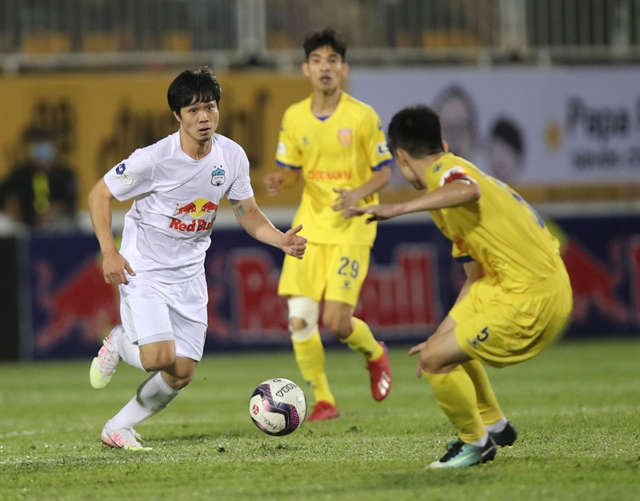Last-minute goals resignations and a police escort on a wild Monday in the V.league 1