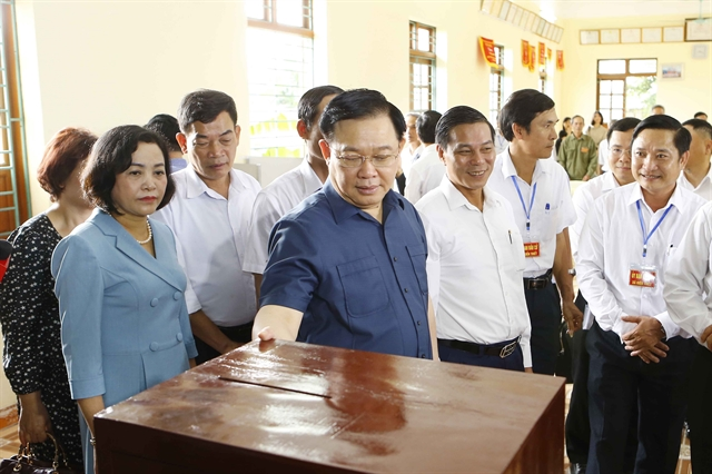 NA chairman inspects polling station in Hải Phòng City
