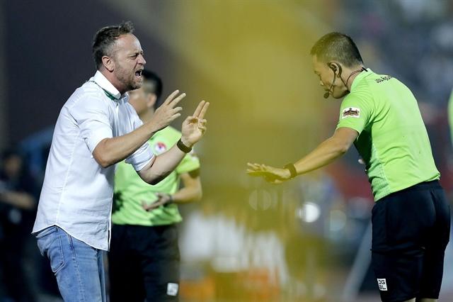 HCM City coach slams Nam Dinh time-wasting