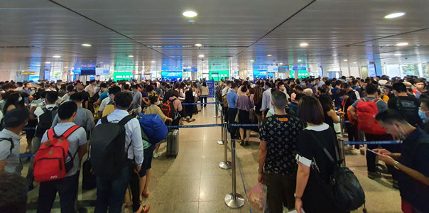 HCM City airport opens more check-in counters security scanners as congestion worsens