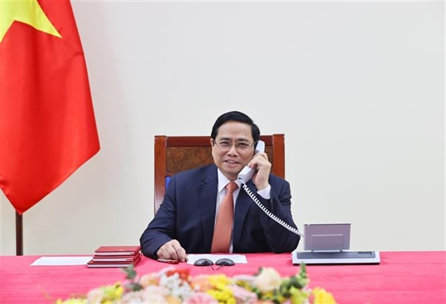 Singaporean Prime Minister affirms high priority for relations with Vietnam