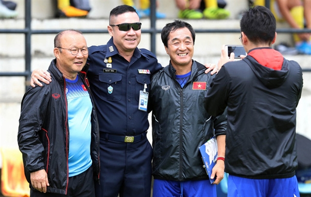 Thai football legend tips HAGL boss to replace coach Park