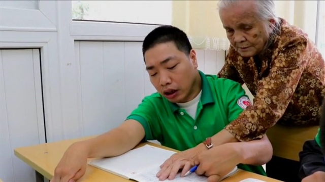 88-year-old teacher brings happiness to disabled students