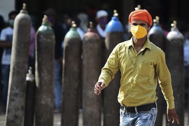 Indias death toll hits new record as Covid tsunami worsens