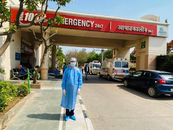 Vietnamese expats struggle amid Indias devastating COVID-19 outbreak