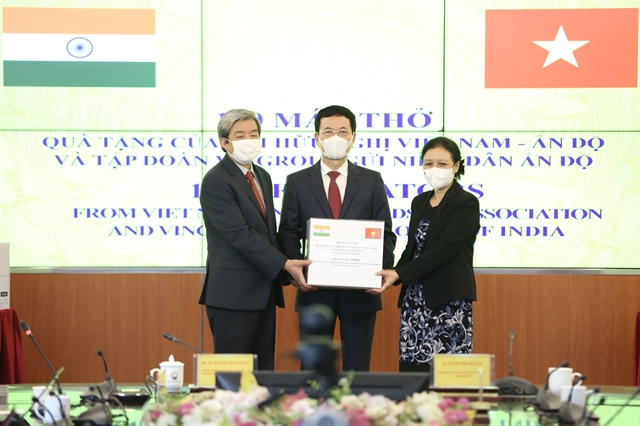 Vietnamese-India friendship association presents 100 ventilators to India