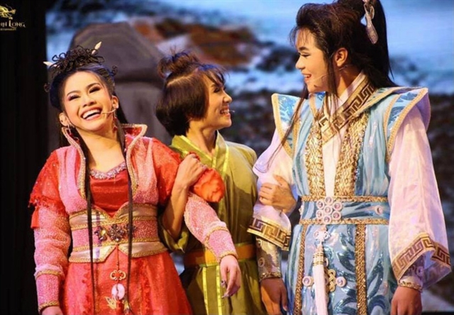 Young theatre producers hit it big with cải lương shows