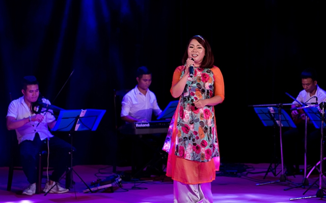 Teacher spreads love for Vietnamese kids songs through English