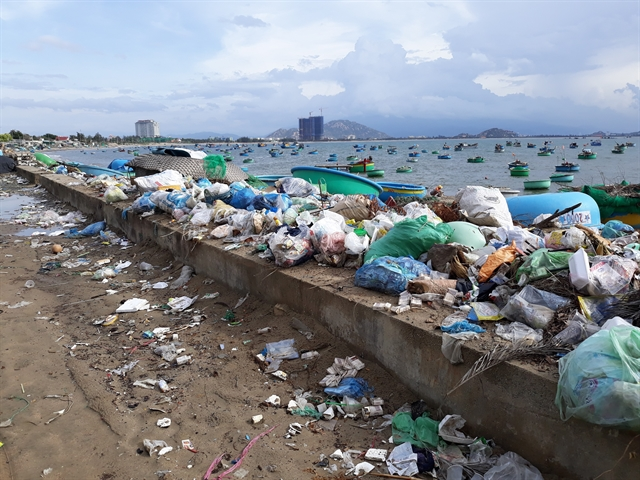 Coastal areas of Ninh Thuận polluted by waste